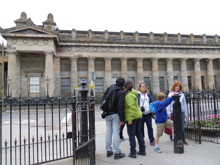 turisták Edinburghben