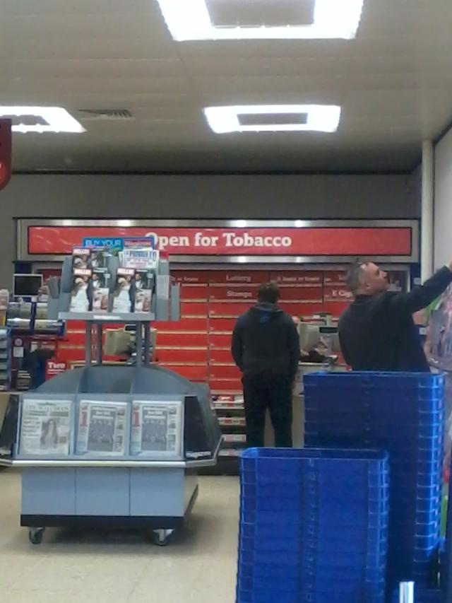 dohánybolt szupermarketben