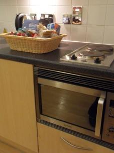 A konyha felszerelt volt, kamrám a pulton fogadott :)