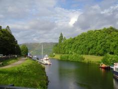 Szivárvány a Loch Ness és a Kaledóniai csatorna fölött